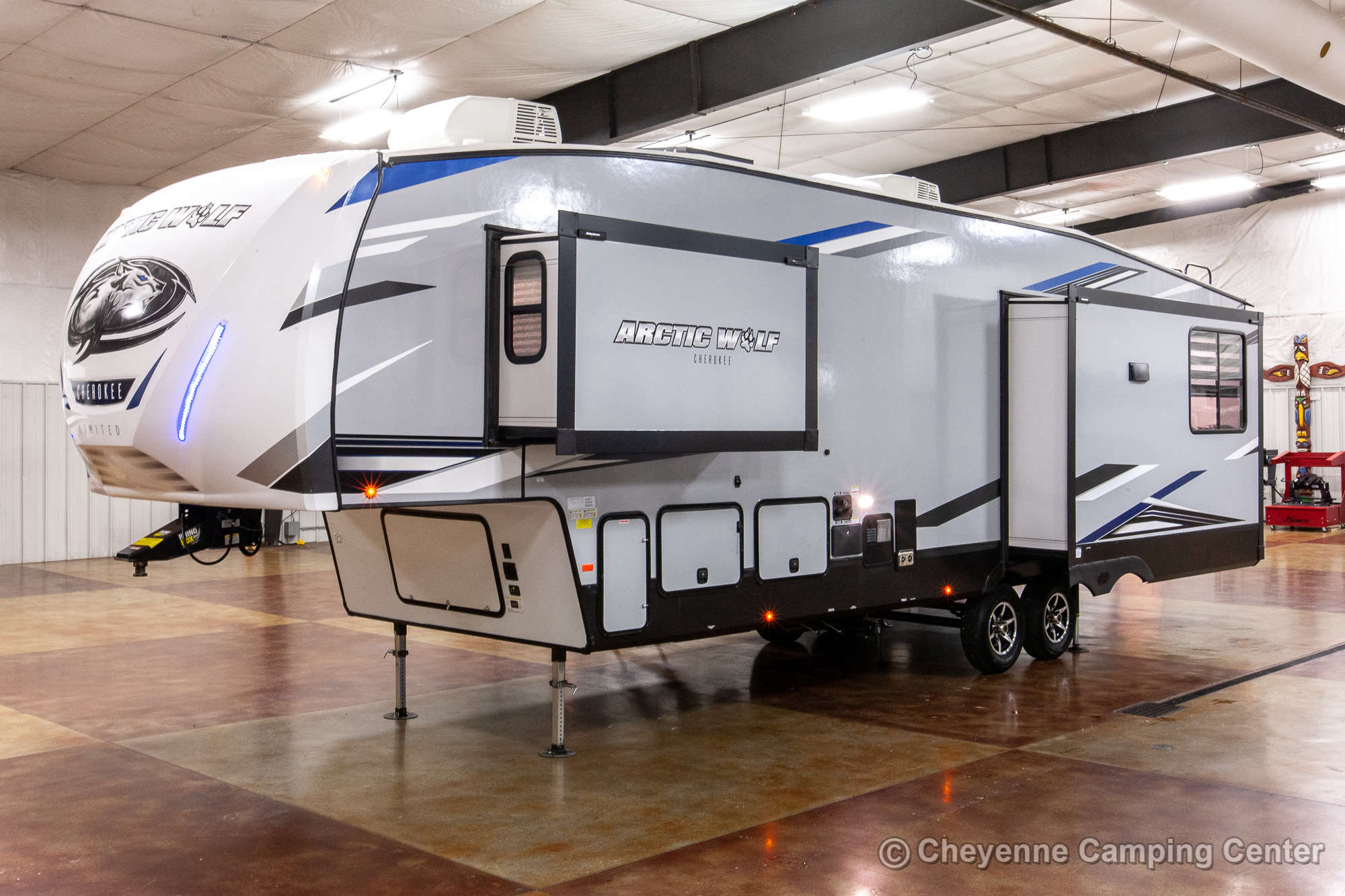 2021 Forest River Cherokee Arctic Wolf 3550SUITE Fifth Wheel Exterior Image