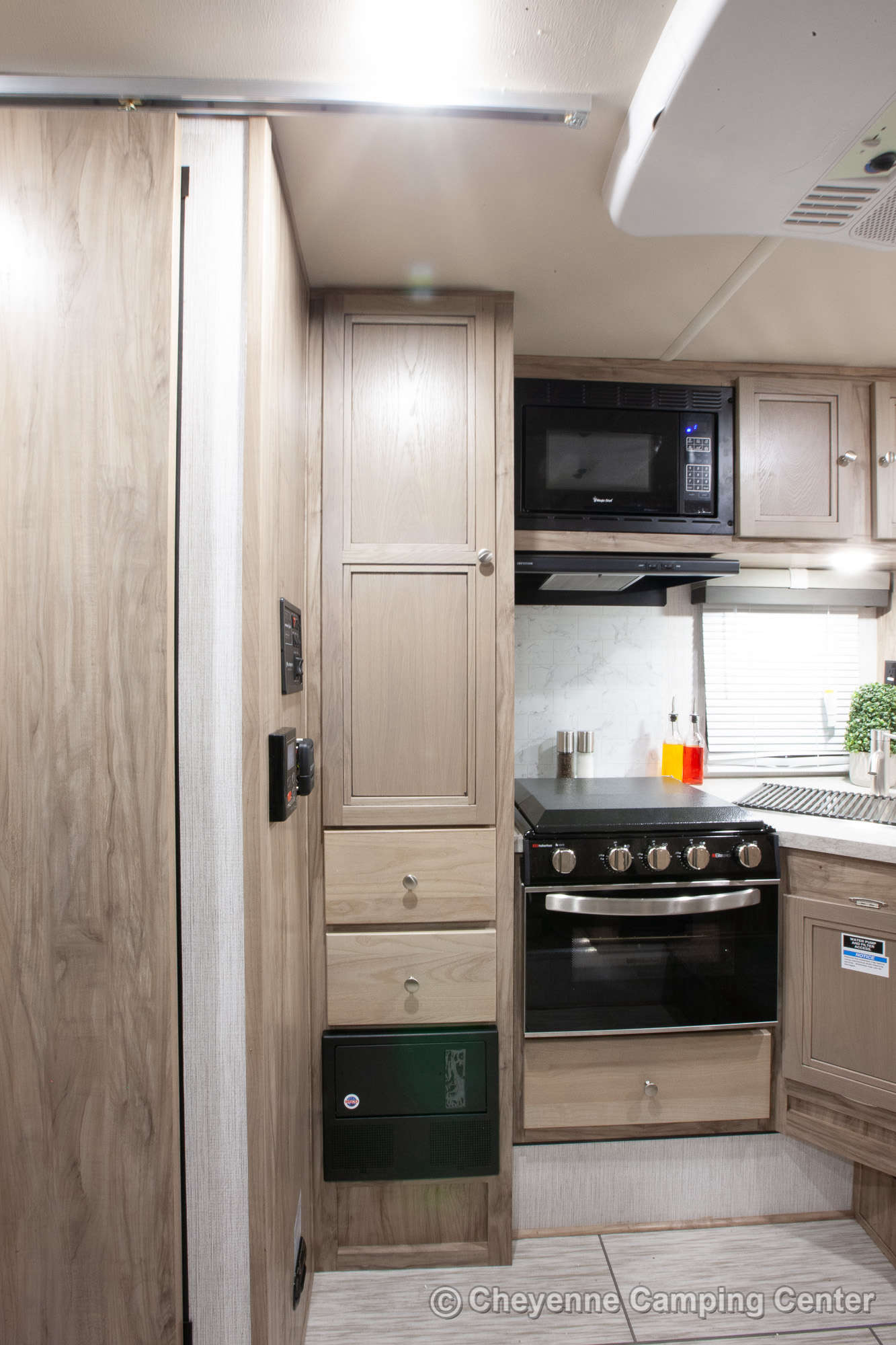 2021 Palomino BackPack HS-2902 Truck Camper Interior Image