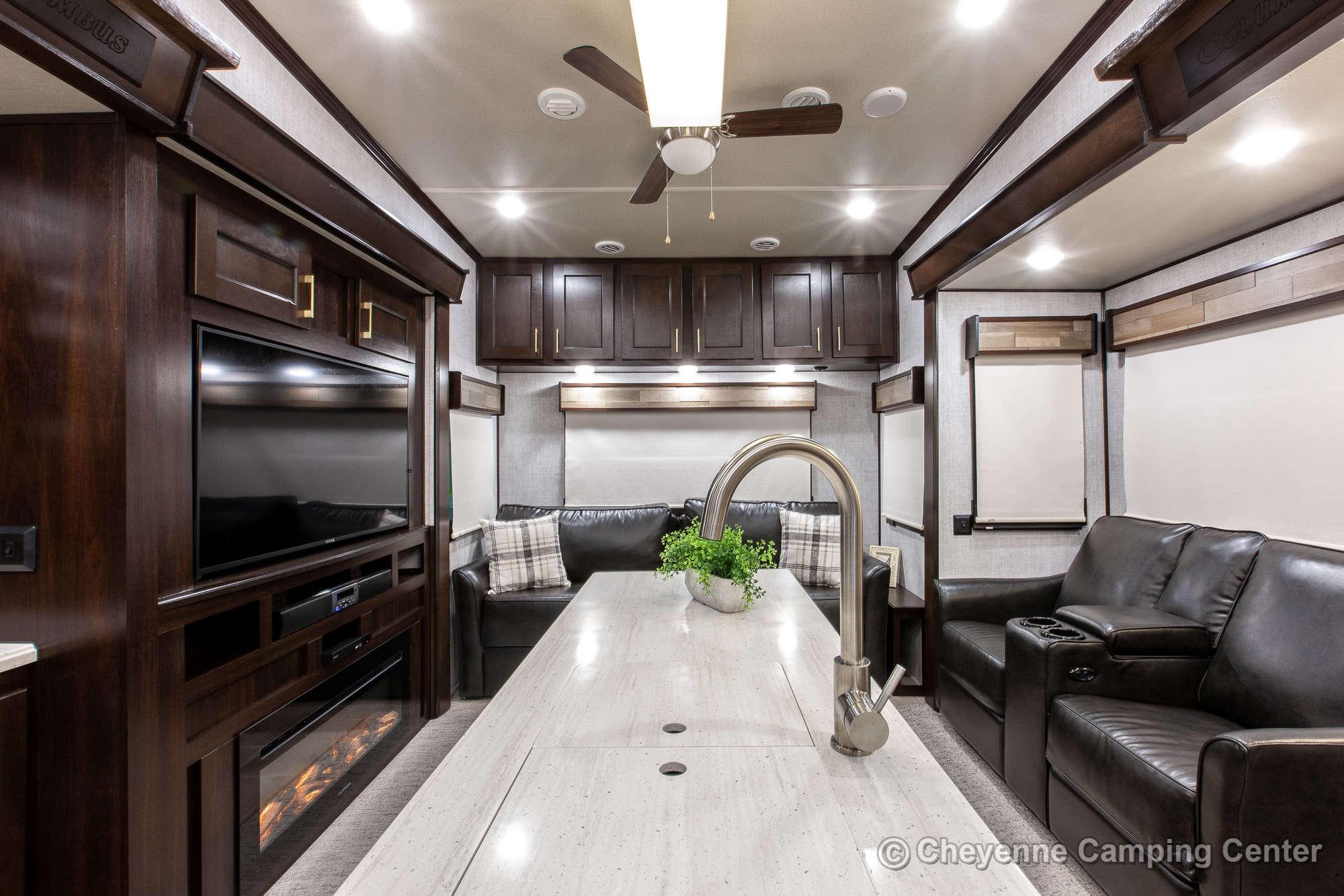 2020 Palomino Columbus 328RL Fifth Wheel Interior Image