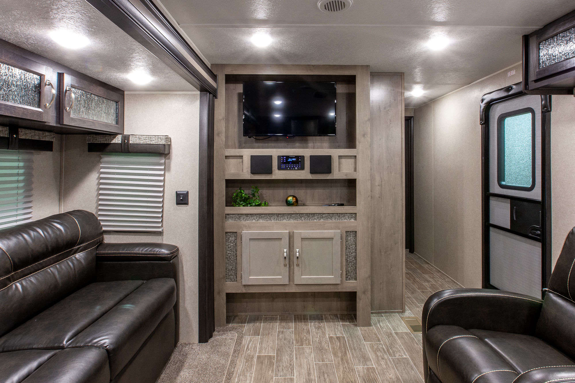 2020 Palomino Puma 32RKTS Travel Trailer Interior Image