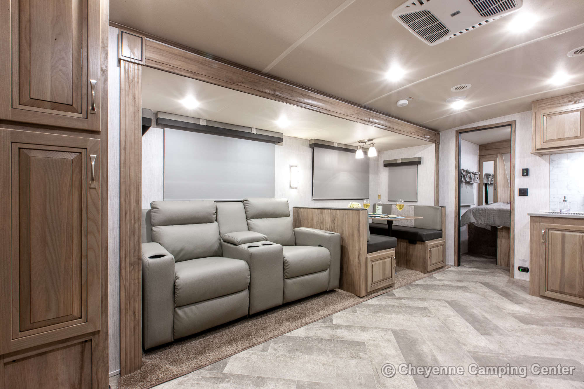 2021 Palomino SolAire Ultra Lite 258RBSS Travel Trailer Interior Image