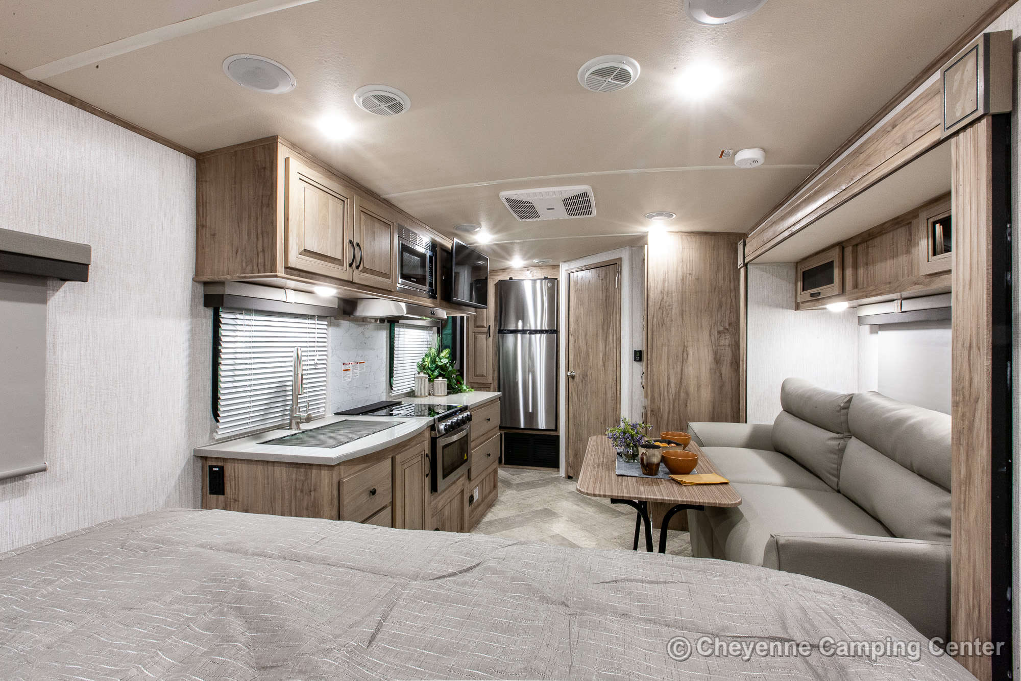 2021 Palomino SolAire Ultra Lite 205SS Travel Trailer Interior Image