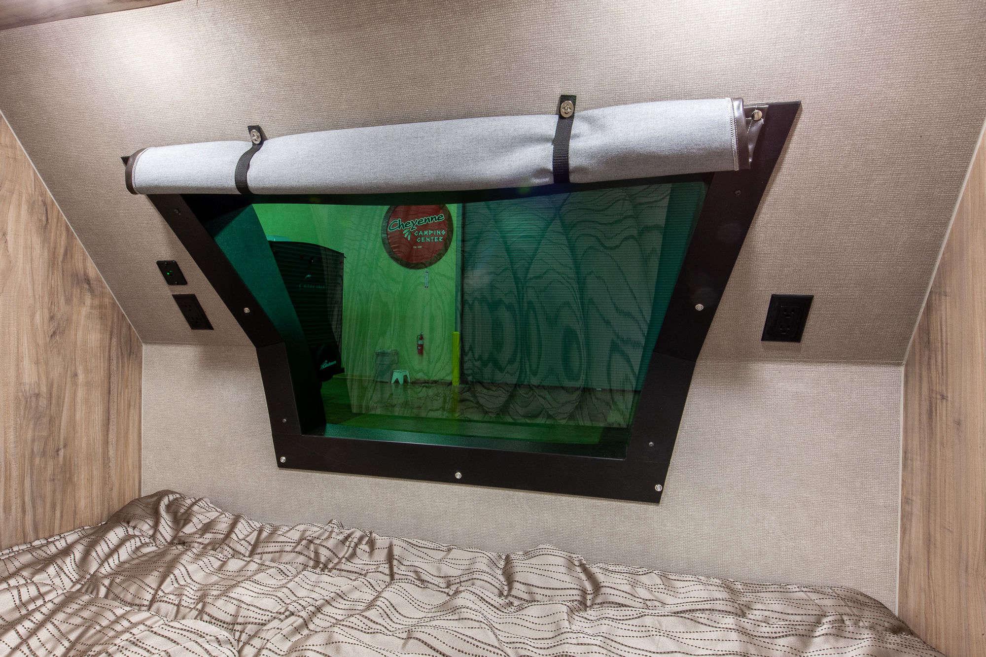 2020 Palomino SolAire Ultra Lite 205SS Travel Trailer Interior Image